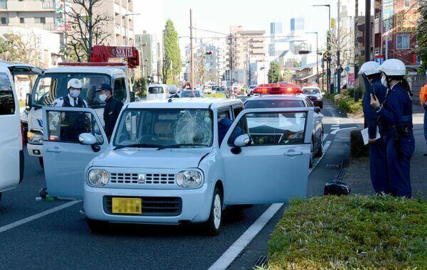 青木春奈容疑者の乗っていた車の車種は水色のラパン