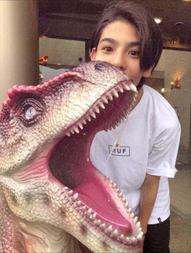 その①:南沙良が恐竜でラウールを匂わせ?