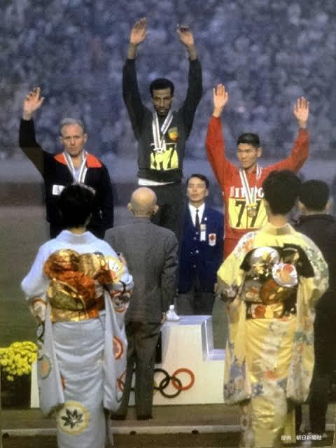 1964年の東京オリンピックの閉会式の衣装