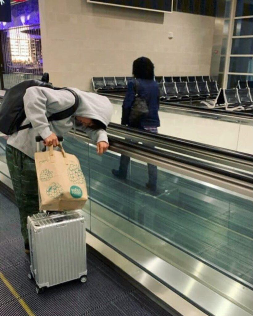横田真悠の彼氏匂わせその④:スーツケースがお揃い?